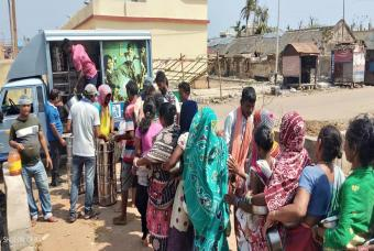Akshaya Patra meal distribution vehicle comes to give food relief to cyclone-hit people